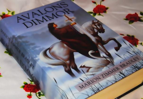 Avalons dimmor: Ambitiös omarbetning av Arthur-myten