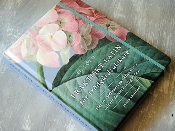Omslagsbild Praktiskt latin för trädgårdsälskare av James Armitage