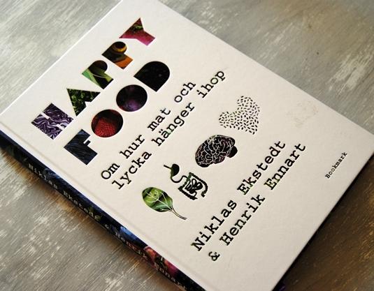 Omslagsbild Happy Food av Niklas Ekstedt och Henrik Ennart
