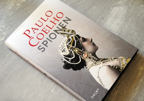 Omslagsbild Spionen av Paulo Coelho