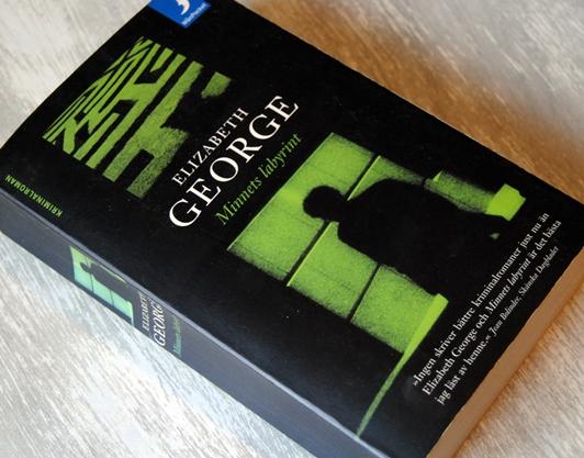 Omslagsbild Minnets labyrint av Elizabeth George