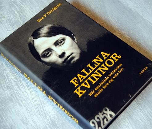 Omslagsbild Fallna kvinnor av Eva F. Dahlgren